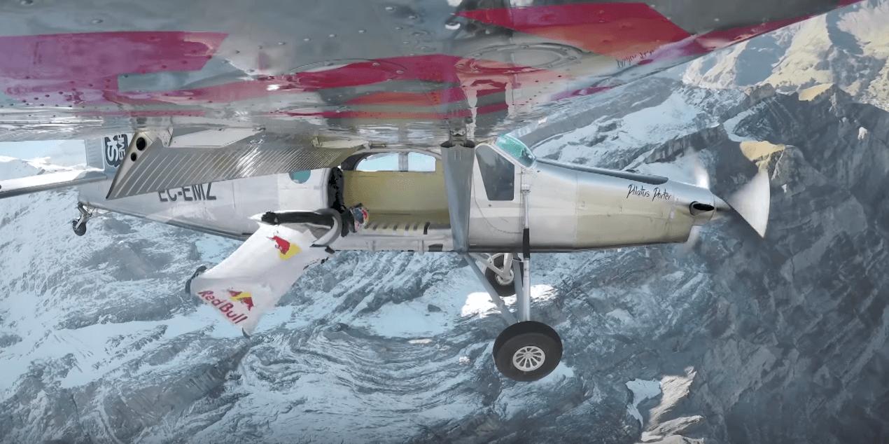 Les Soul Flyers entrent en wingsuit dans un avion en vol…en partant du haut d'une montagne