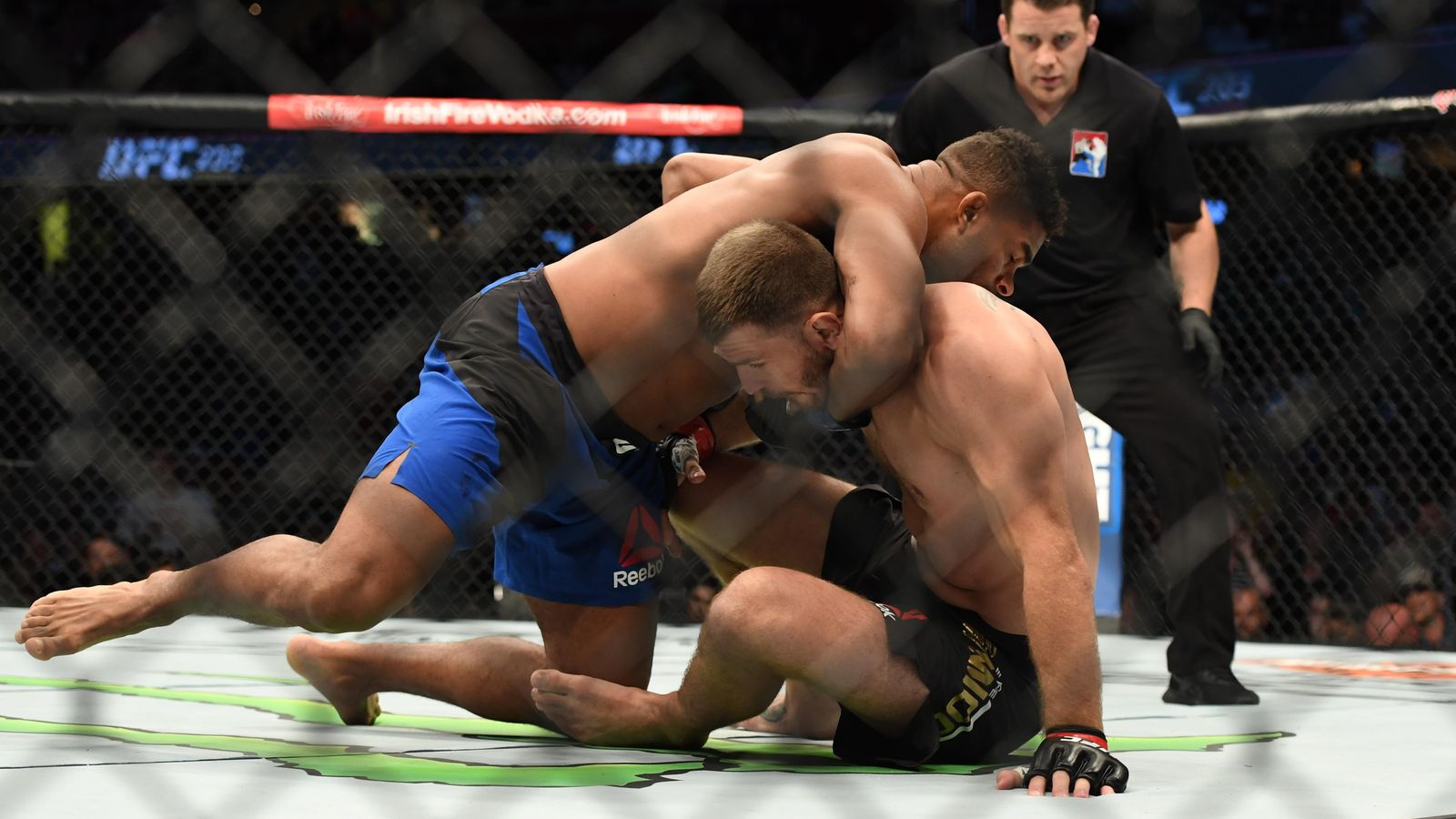 Stipe Miocic Alistair Overeem Guillotine choke
