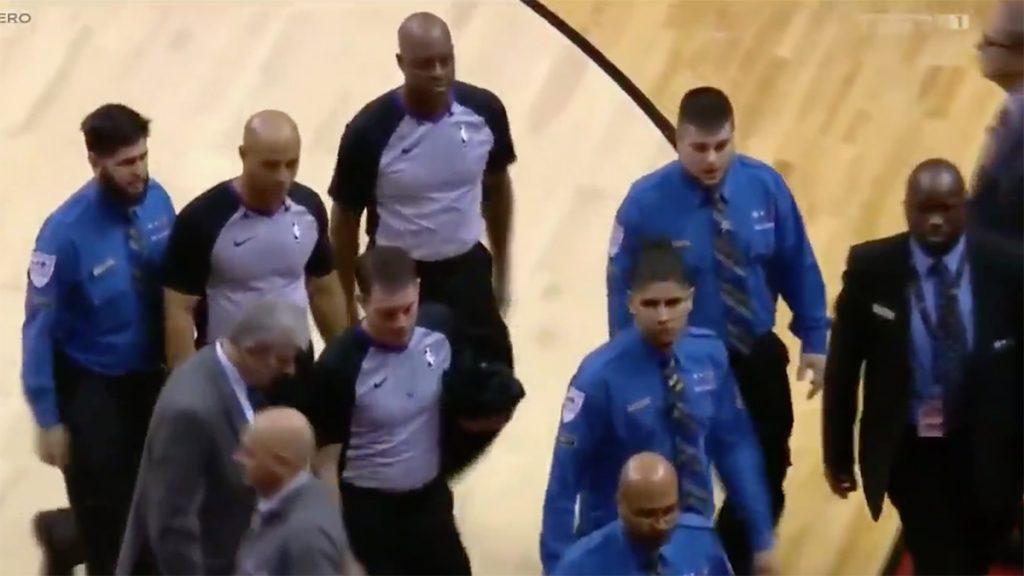 Casey, DeRozan et Ibaka expulsés, les arbitres escortés par la sécurité