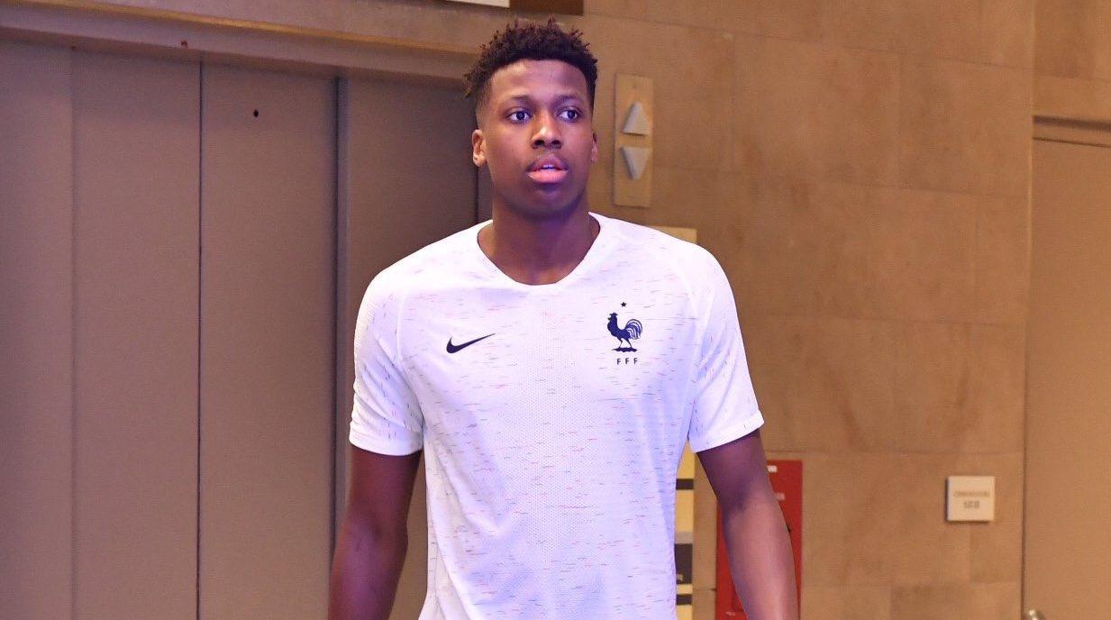 Frank Ntilikina dévoile maillot de l'Équipe de France de Football