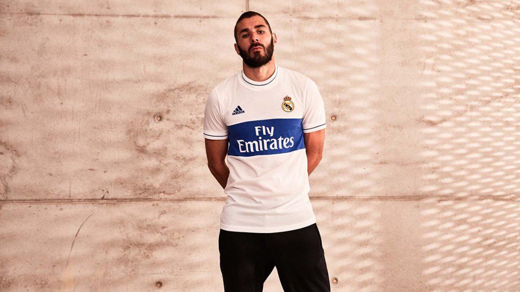 Karim Benzema présente le nouveau maillot rétro du Real Madrid