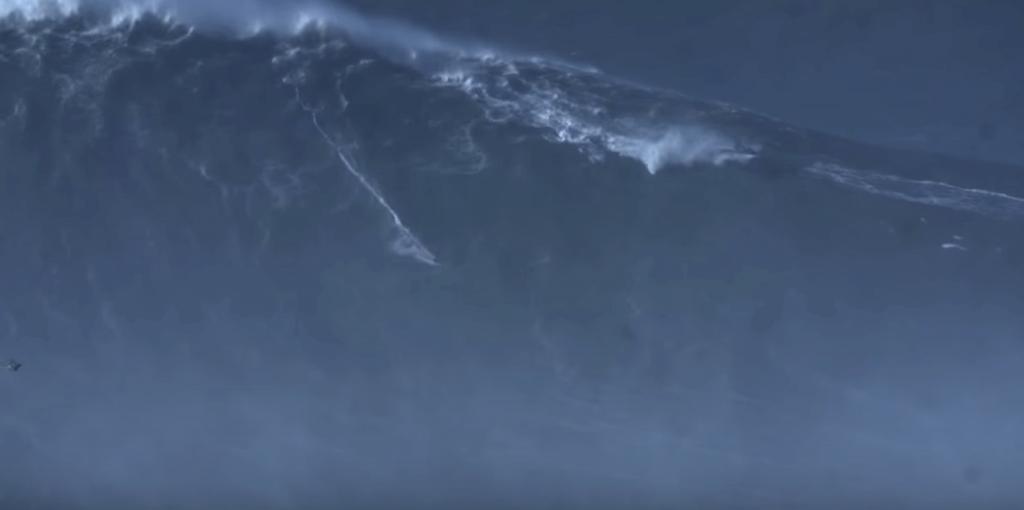 Rodrigo Koxa ride la vague la plus grande du monde !
