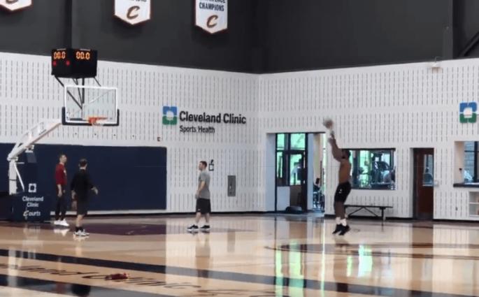 LeBron James en feu à trois-points après l'entraînement