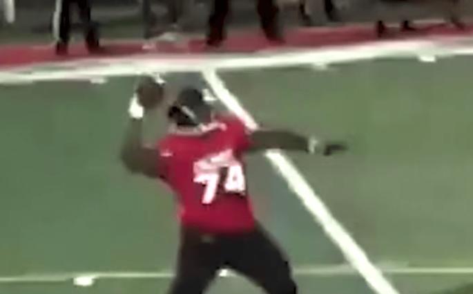 Joshua Johnson : 17 ans, 160kg, jouant running back et quarterback