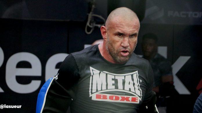 Jérôme Le Banner s'impose pour son retour en MMA !