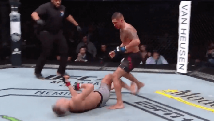 UFC Anthony Pettis KO Superman Punch Wonderboy