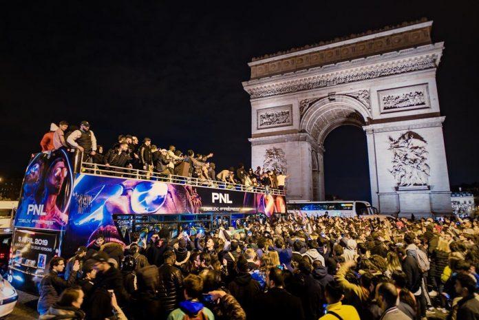 En mode champion du monde - le parade de PNL sur les Champs Elysées
