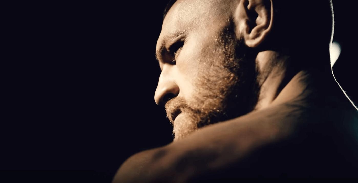 Conor McGregor met son adversaire à terre en 40 secondes